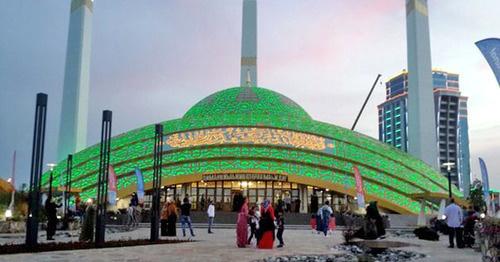 Мечеть имени Аймани Кадыровой в Аргуне. Фото: Argunoy https://ru.wikipedia.org