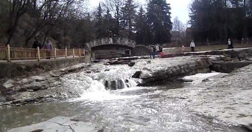 Пешеходный мост в Кисловодске. Кадр из видео Веры Красновой https://www.youtube.com/watch?v=titeJtEIlUM