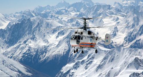 Вертолёт МЧС в горах. Фото: http://www.mchs.gov.ru/dop/info/smi/news/item/5907775/