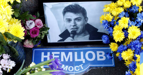 Портрет Бориса Немцова на месте убийства на Большом Москворецком мосту. Фото: Mumin Shakirov (RFE/RL)