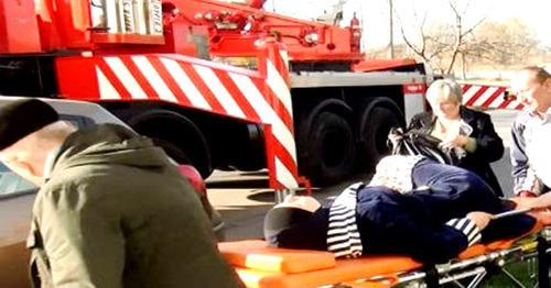Госпитализация Инны Бленаовой во время спецоперации. Нальчик, 10 ноября 2015 г. Фото http://nac.gov.ru/