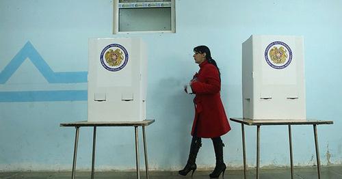 На избирательном участке во время референдума. 6 декабря 2015 г. Фото http://www.panarmenian.net/m/rus/photoset/8559