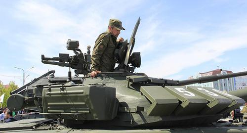 """Военный на танке. Фото Магомеда Магомедова для """"Кавказского узла"""""""