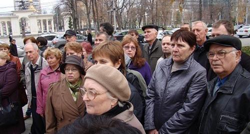 Работники завода имени Седина в Краснодаре на митинге.  Фото: http://bloknot-krasnodar.ru/news/v-krasnodare-rabotniki-zavoda-im-sedina-vyydut-na--711880