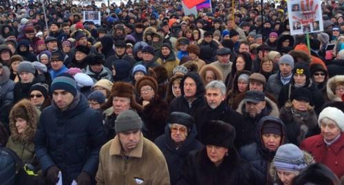 Участники митинга памяти Бориса Немцова в Санкт-Петербурге. 27 февраля 2016 года. Фото Арсения Веснина, Twitter.com/ars_ves