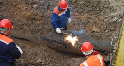 Аварийно-восстановительные работы на газопроводе. Фото: http://www.riadagestan.ru/news/disasters_and_catastrophes/bez_gaza_ostalis_chetyre_seleniya_v_suleyman_stalskom_rayone/