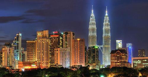Куала-Лумпур, Малайзия. Фото: Guyfrombronx https://ru.wikipedia.org