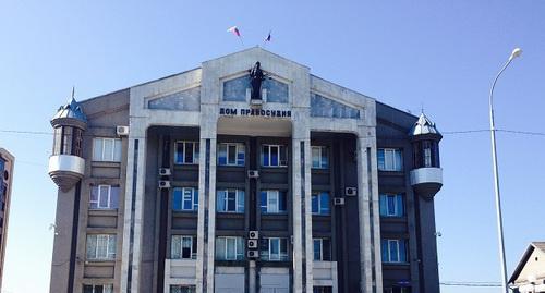Здание Верховного суда Карачаево-Черкесии. Фото: http://www.riakchr.ru/verkhovnyj-sud-kchr-mozhet-vozglavit-ruslan-semenov/