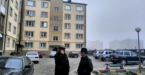 Дом, в котором находится квартира Сводной мобильной группы. Ингушетия, 10 марта 2016 г. Фото предоставлено Джамбулатом Оздоевым, уполномоченным по правам человека в республике Ингушетия