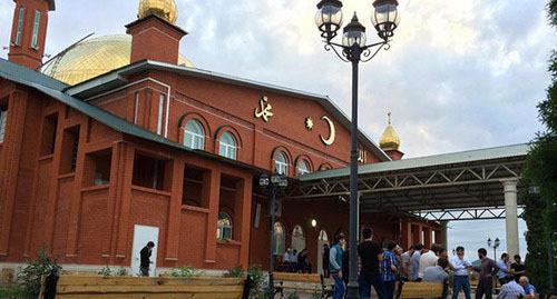 Мечеть в Насыр-Корте. Назрань. Фото http://kavpolit.com/articles/nasyr_kortskaja_mechet_ploschadka_gde_govoritsja_o-18509/