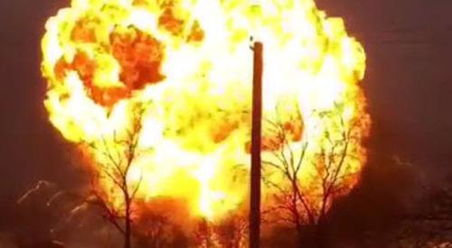 Взрыв на АЗС, расположенной на улице Туманяна вблизи железнодорожной станции в Кизляре. 18 марта 2016 г. Кадр пользователя GameRыч https://www.youtube.com/watch?v=S1wdBmr_gBI