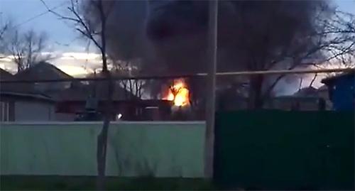 Пожар на АЗС, расположенной на улице Туманяна вблизи железнодорожной станции в Кизляре. 18 марта 2016 г. Кадр пользователя GameRыч https://www.youtube.com/watch?v=S1wdBmr_gBI