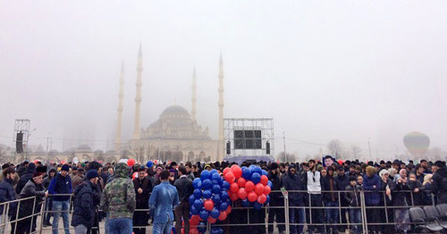 Митинг в честь Дня конституции Чечни. Грозный, 23 марта 2016 г. Фото http://www.grozny-inform.ru/news/society/70473/