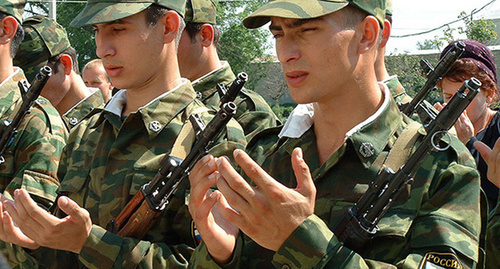 Новобранцы на построении. Фото: http://www.rusdialog.ru/news/9556_1416251711