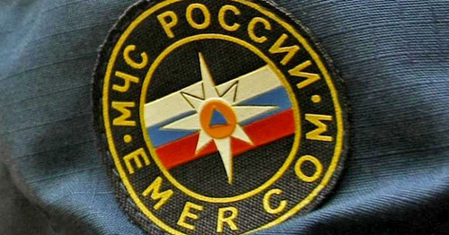 Шеврон на форме сотрудника МЧС. Фото: Геннадий Аносов / Югополис