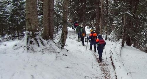 Поиски сноубордиста. Фото:  ЮРПСО, http://www.yugopolis.ru/news/poiski-propavshego-v-gorah-sochi-snoubordista-poka-ne-uvenchalis-uspehom-90367