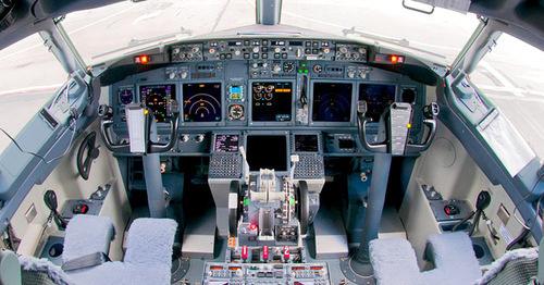 Кабина Boeing 737-800. Фото https://ru.wikipedia.org/