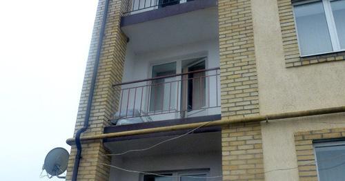 Балкон квартиры Сводной мобильной группы. Ингушетия, 10 марта 2016 г. Фото предоставлено Джамбулатом Оздоевым, уполномоченным по правам человека в республике Ингушетия