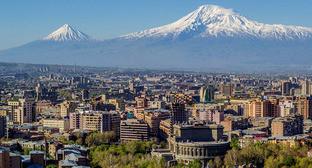 Вид на Ереван и гору Арарат. Фото: Serouj Ourishian https://ru.wikipedia.org