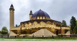 Соборная мечеть Нальчика. Фото http://kbrria.ru/obshchestvo/premer-posetil-sobornuyu-mechet-nalchika-110
