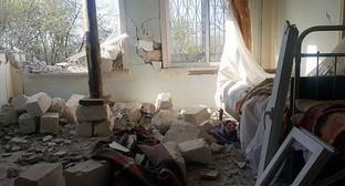 Дом, разрушенный при обстреле. Фото: © Sputnik/ Ayaz Yashilyarpaq, http://ru.sputnik.az/karabakh/20160428/404900539.html