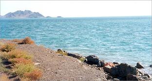 Побережье Каспийского моря. Фото: Doron, https://ru.wikipedia.org/wiki/Каспийское_море#/media/File:TurkmenbashiSea.jpg