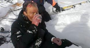 Спасатели МЧС оказали первую доврачебную помощь туристу на склонах Эльбруса. Фото: Фото: http://07.mchs.gov.ru/pressroom/news/item/3473353