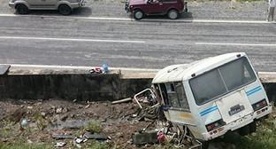 Автобус российской военной базы в Южной Осетии на месте ДТП. Фото: http://sputnik-ossetia.ru/South_Ossetia/20160519/1936999.html