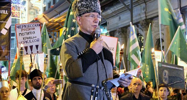 """Митинга у здания российского генконсульства в Стамбуле. Фото Магомеда Туаева для """"Кавказского узла"""""""