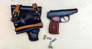 Пистолет, кобура, патроны. Фото: Денис Яковлев / Югополис, http://www.yugopolis.ru/news/incidents/2015/08/17/85009/proisshestviya-svadebnye-korteji
