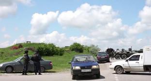 На месте нападенияч на КПП в Грозненском районе. 9 мая 2016 г. Кадр из видео пользователя КАВПОЛИТ https://www.youtube.com/watch?v=cvt3mgvh3XI