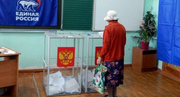 Голосование на одном из избирательном участке Астрахани. Фото astrakhan.er.ru