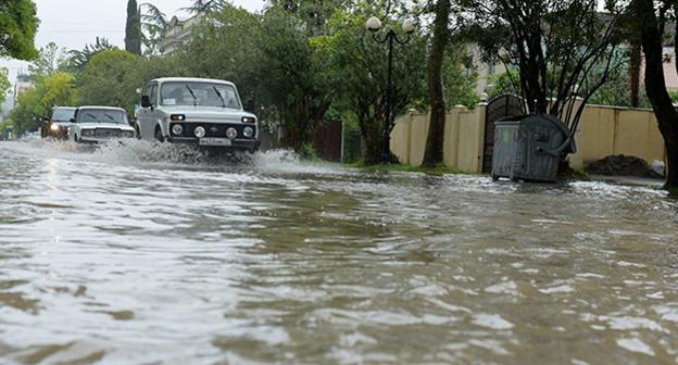 Улицы Сухума затоплены после дождей . Фото: © Sputnik.Томас Тхайцук, http://sputnik-abkhazia.ru/Abkhazia/20160524/1018389163.html