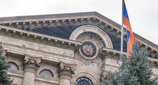 Флаг Армении на здании парламента. Фото: © Sputnik/ Асатур Есаянц