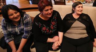 """Хадиджа Исмайлова - первые минуты дома. Фото Азиза Каримова для """"Каывказского узла"""""""