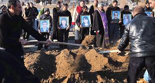 Похороны убитой семьи Аветисян в Гюмри. 15 января 2015 г. Фото: © PAN Photo / Vahan Stepanyan