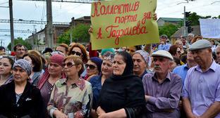 Митинг сотрудников Махачкалинского морского торгового порта. Махачкала, 30 мая 2016 г. Фото: пресс-служба ММТП