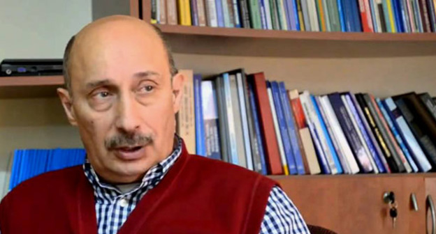 Политолог Зардушт Ализаде. Кадр из видео пользователя Minval TV https://www.youtube.com/watch?v=nXEuupvuUHo