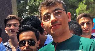 Эльвин Абдуллаев (в центре). Фото: RFE/RL