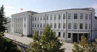 Здание парламента Южной Осетии. Фото: http://yugsn.ru/parlament-yuzhnojj-osetii-podpishet-dogovory-s-abkhaziejj-lnr-i-dnr/