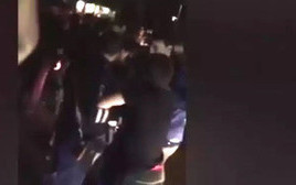 Момент задержания сына мэра Махачкалы Бадрудина Мусаева. Махачкала, 31 мая 2016 г. Кадр из видео zampolit.com https://www.youtube.com/watch?v=8TEFiZs14kE
