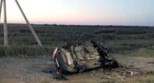 Перевернувшаяся машина на месте аварии в Астраханской области. 26 июня 2016 года. Фото: 30.мвд.рф