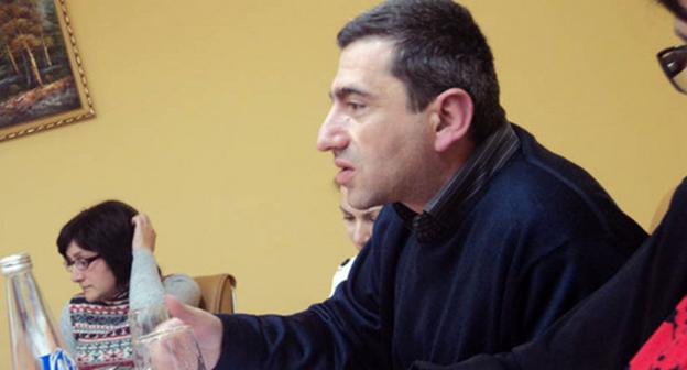 Независимый социолог, преподаватель АрГу Давид Карабекян. Фото: Альберт Восканян, http://https.kavkaz-uzel.ru/blogs/929/posts/6149