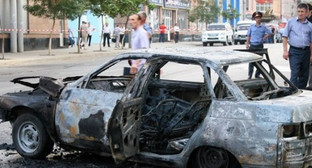 Взорванный автомобиль с телами двух человек в Дагестане. Фото: http://www.riadagestan.ru/news/kriminal/v_dagestane_nayden_vzorvannyy_avtomobil_s_telami_dvukh_chelovek/