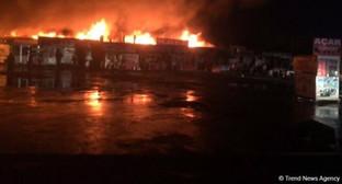 """Пожар на """"Автомобильном рынке"""" в Баку. Фото: http://www.trend.az/azerbaijan/incident/2552543.html"""