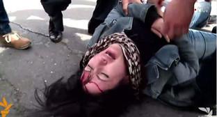 """Активистка """"Фронта армянских женщин"""" Рузанны Егнукян на протестной акции 24 марта 2016 года. Фото: http://rus.azatutyun.am/a/27633520.html"""