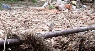 Последствия схода селя в ауле Тхагапш. Сочи, июнь 2016 г. Кадр из видео пользователя Руся Напсо https://www.youtube.com/watch?v=z1OZEVo6N6c