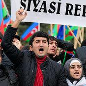 Cover_vystupleniya-uchastnikov-mitinga-neodnokratno-preryvalis-lozungami-_v-otstavku____svoboda___--_azerbaydzhan__-_3_