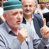 Cover direktor shkoly alibek alibekov prizval narod vsplotitsya i vystupit protiv deysvuyuschey vlasti buynakska