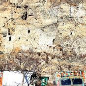 Cover polnomu obzoru kreposti meshayut doma zhiteley sela